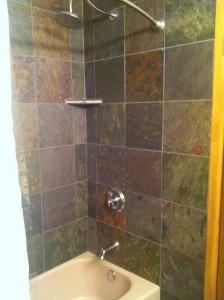 natural-stone-tile-bathtub-surround